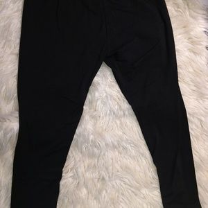 Black capri leggins
